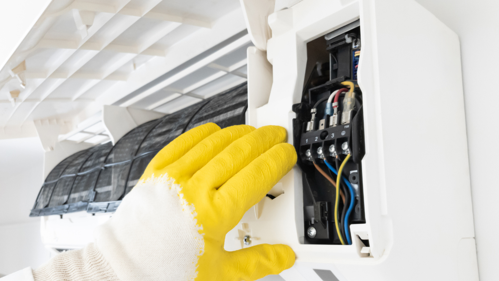 Aircondition service and maintenance, fixing AC unit and cleaning